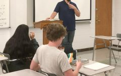 EP Alum Joe Heden speaks to Journalism class.